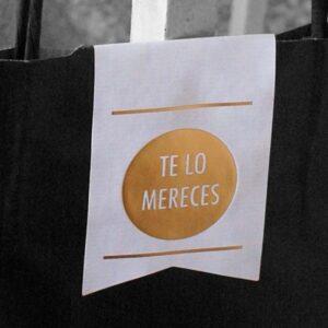 Etiquetas adhesivas cierra bolsas blancas con texto oro