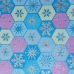 Bobina de papel de regalo de navidad tonos calidos y diseño de bolas de nieve