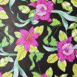 papel de regalo con dibujo clásico hojas y flores negro 150908100